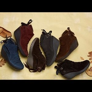 New Size 9 9.5 Fly London Yebi Oil suede bootie